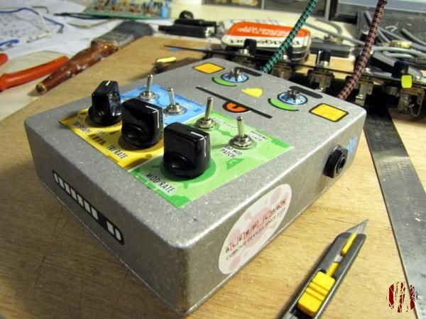 A build it yourself small synthesiser operated by sensitive to light